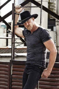 Trace Adkins to perform at FLW Cup – Bass Fishing's World Championship